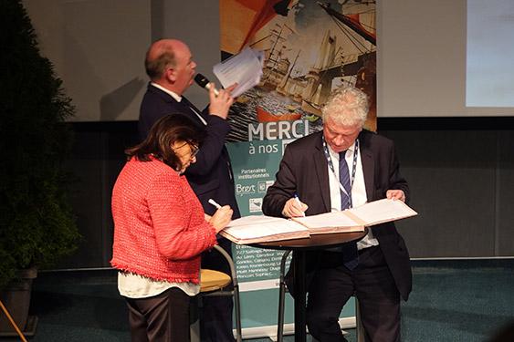 signature convention de partenariat Brest 2020 (crédit photo : B. Kermarec/CCIMBO)