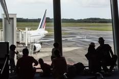 Vue d'un avion Air France sur le tarmac depuis d'aérogare Brest Bretagne