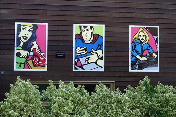 Trois fresques murales décorent la place de la mixité à l'Ifac Campus des métiers de Brest